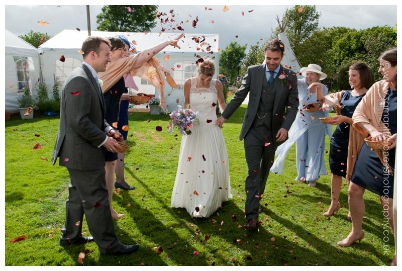 Hannah and Simon by Kent wedding photographer Samantha Jones 028