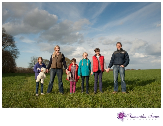 Family photoshoot in the bluebells by Samantha Jones Photography 05
