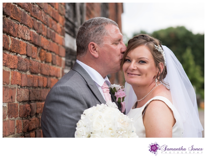 Heather and Simon Faversham wedding by Samantha Jones Photography 05